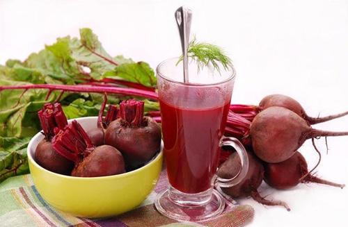 giảm huyết áp bằng củ cải giàu vitamin hoặc nước ép củ cải đường.