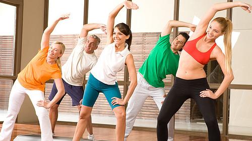 Luyện tập yoga, thể dục thể thao đều đặn khoảng 30 phút mỗi ngày để giảm nguy cơ cao huyết áp