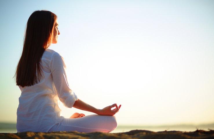 Ngồi thiền giúp bạn giảm bớt căng thẳng