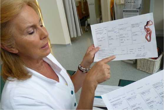 Giám đốc Sonja Diem giới thiệu hồ sơ khách hàng