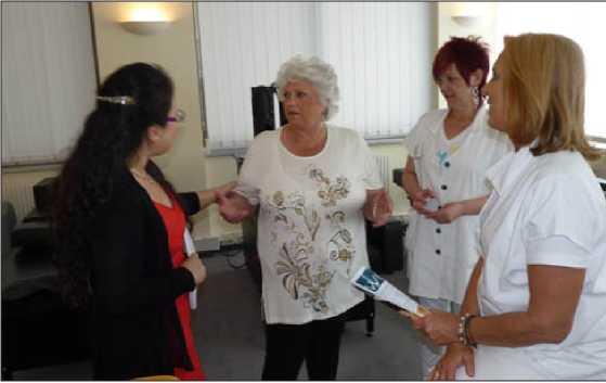 Giám đốc Sonja Diem và giám đốc Kim Dung (tại Việt Nam) hướng dẫn phương pháp tập luyện