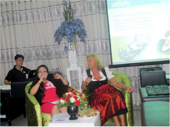 Giám đốc Shape Line tại châu Âu và  Giám đốc Shape Line Việt Nam tại lễ chuyển nhượng công nghệ Shape Line về Việt Nam
