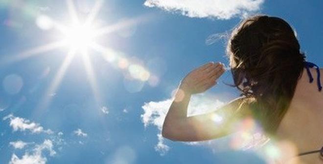 """""""Ánh nắng chứa rất nhiều tia độc hại và xuất hiện kể cả khi bạn không nhìn thấy ánh nắng"""""""