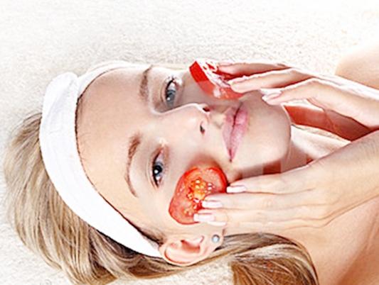 Da mịn màng hơn với mặt nạ cà chua thái lát