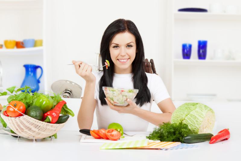 Chế độ ăn uống cân bằng giúp da trẻ hơn